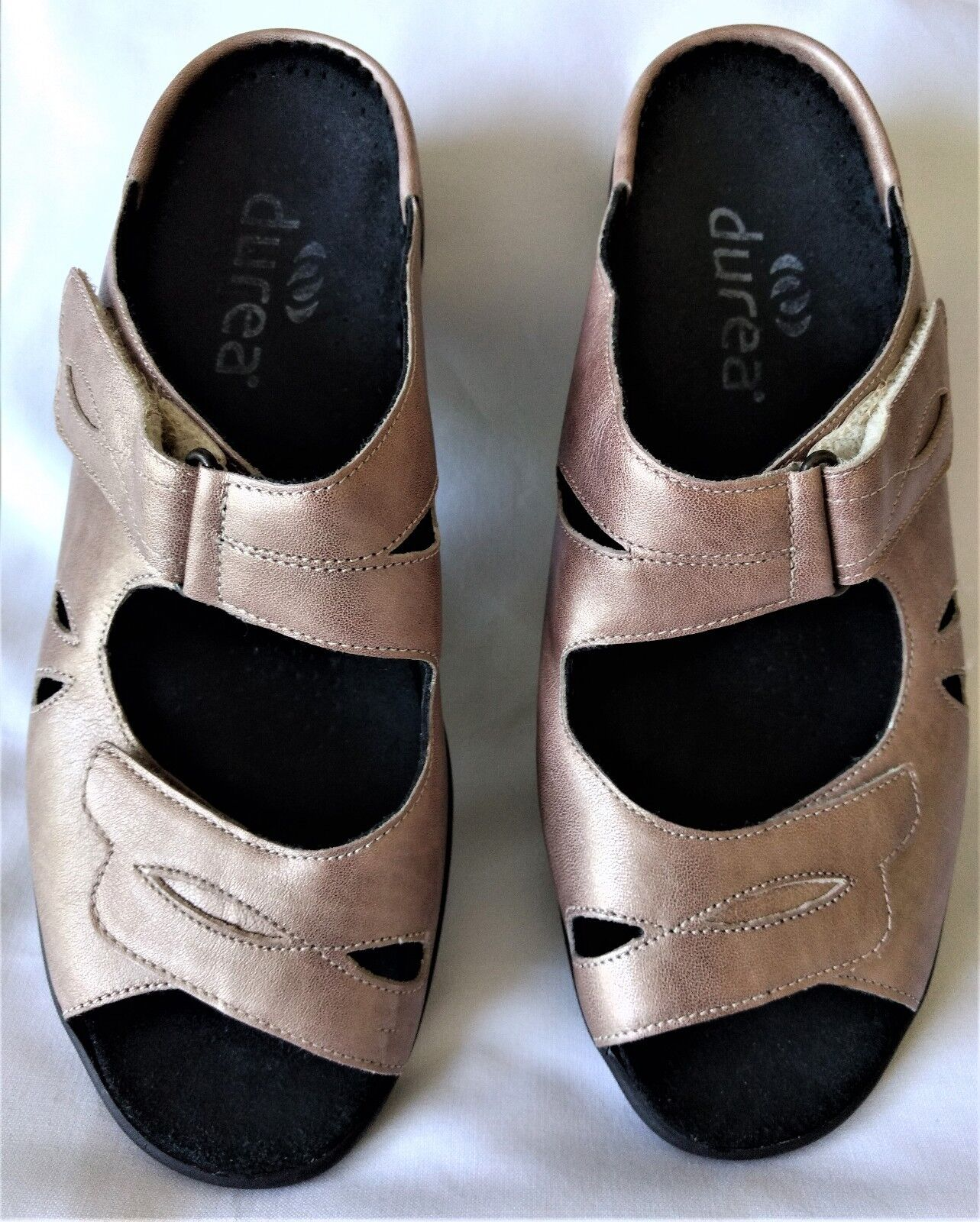 NWOB gold Women's Leather Durea Kristy Sandals Slides Size 6 1 2