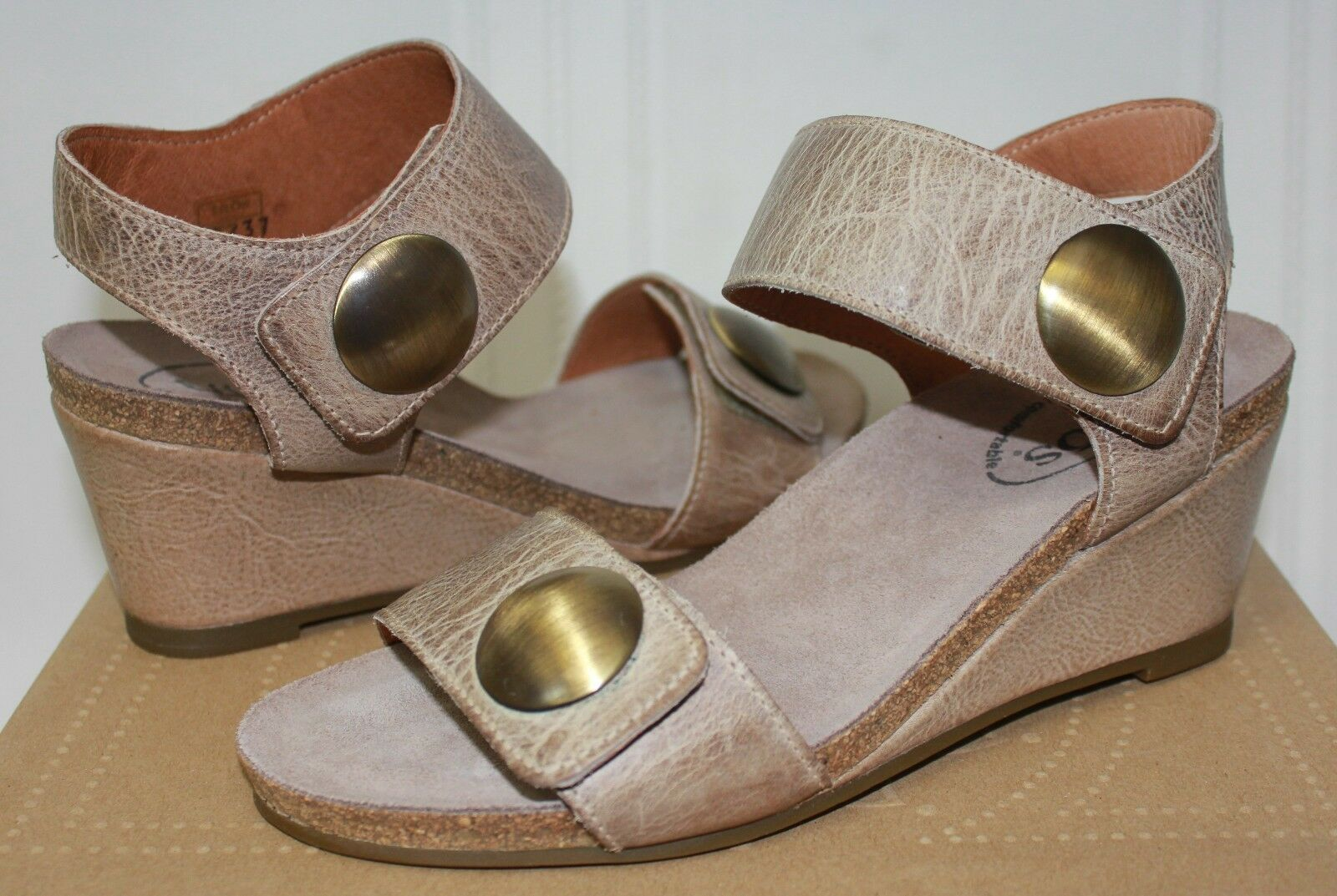 Taos Carousel Taupe Taupe Taupe Leather Wedge Sandal schuhe New With Box a840a1