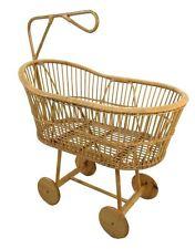 Culla per neonati in vimini naturale con ruote in legno vintage