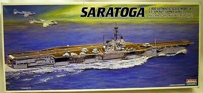 ARII A138: US-Flugzeugträger Saratoga CV-60 in 1/800, N E U & OVP, selten