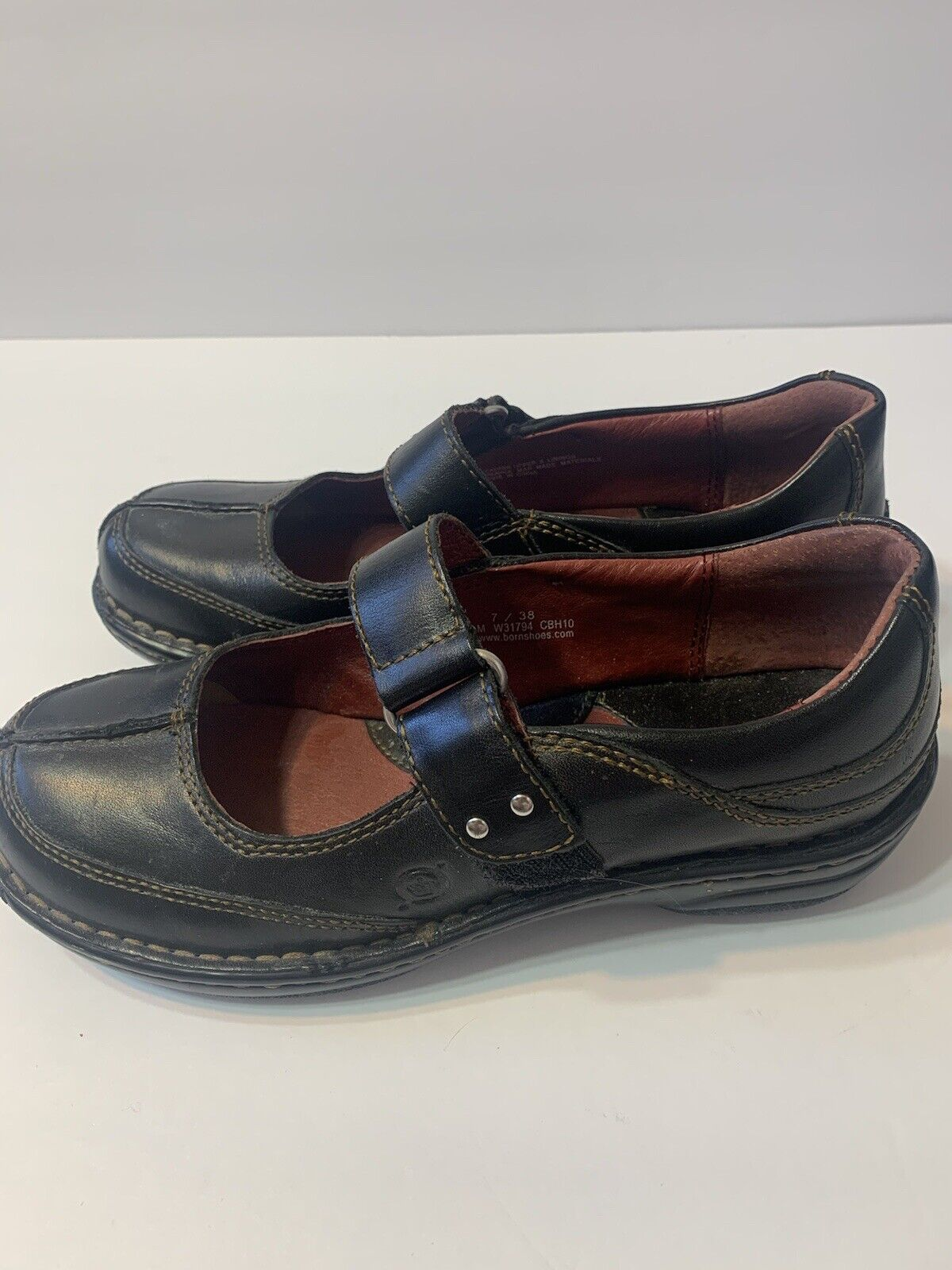 Born Women's Mary Janes Black Leather Comfort Sole w/Adjustable Strap Sz 7M