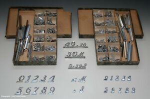 2-Pappkaesten-mit-Preisschildern-aus-Blech-wohl-um-1930