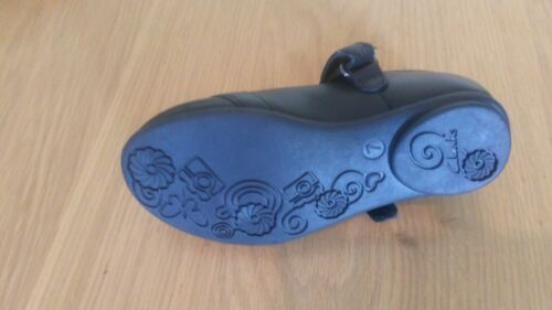 Size 7 E Clarks Girl/'s Dolly Heart School Leather Black Shoes New