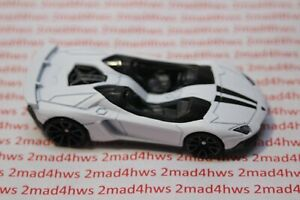 Hot Wheels PACKAGE PULL Lamborghini 5-Pack WHITE Aventador ...