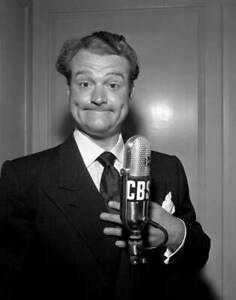 OLD-CBS-RADIO-PHOTO-CBS-Personality-And-Comedian-Red-Skelton-c1940s-5