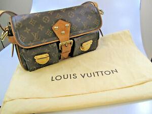 Louis-Vuitton-Handbag-Hudson-PM-Monogram-Canvas-Shoulder-Bag-Gold-Hardware