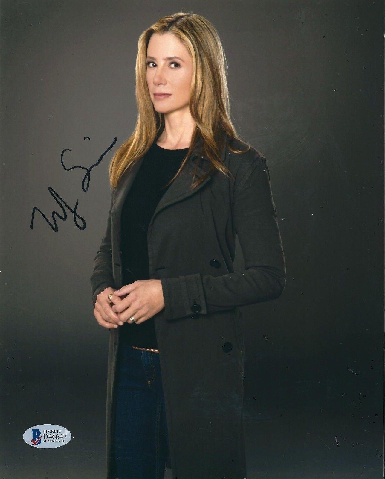 Mira Sorvino Signed 8x10 Photo *Mimic *The Final Cut BAS Beckett D46647