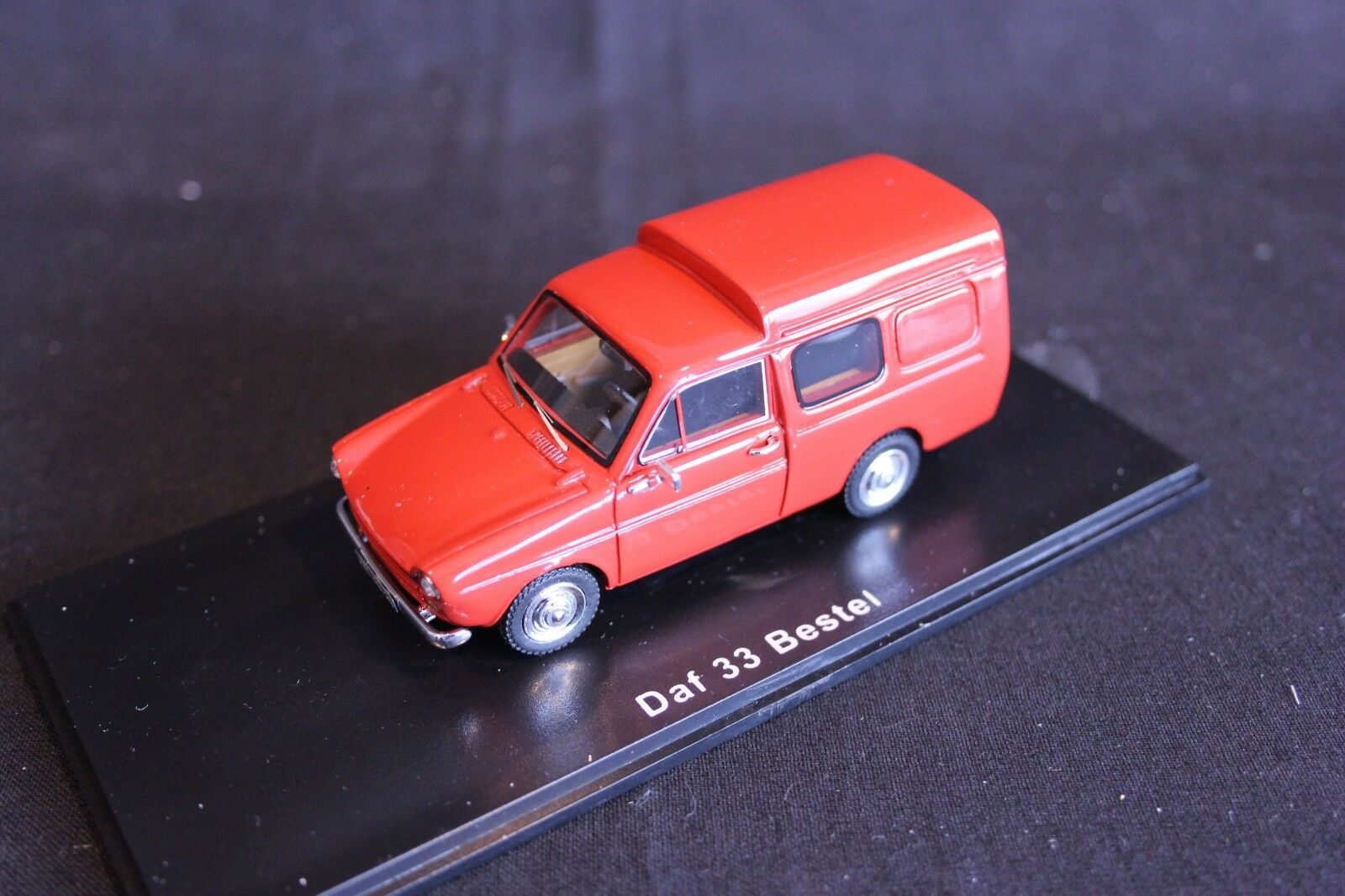 QSP Model Collection DAF 33 Bestel 1 43 rood