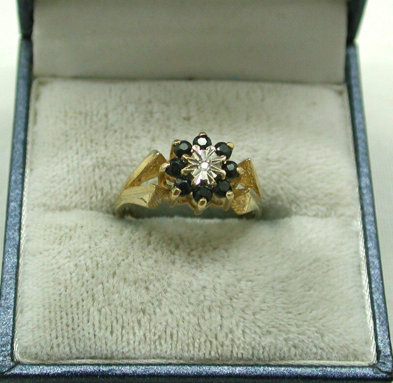 Very Nice 9ct gold Sapphire And Diamond Cluster Ring