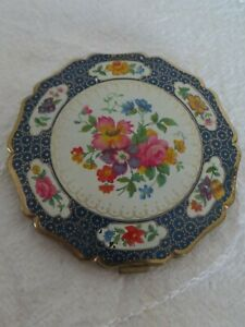 STRATTON-BLUE-AND-WHITE-FLORAL-COMPACT