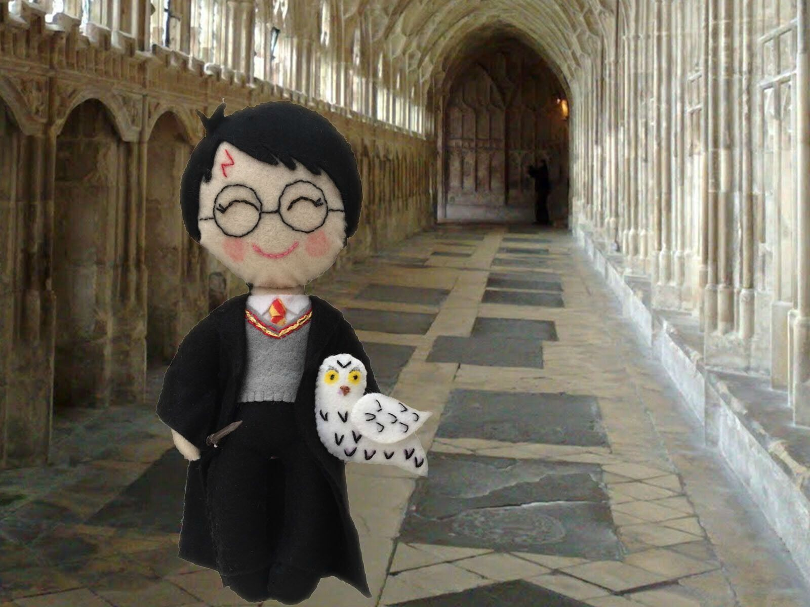 Harry Potter,  Wizard Collectors Art Doll, mini Wand and and and Hedwig the Owl a1e529