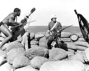 MICHAEL-CAINE-IN-THE-1964-FILM-034-ZULU-034-8X10-PUBLICITY-PHOTO-AA-926