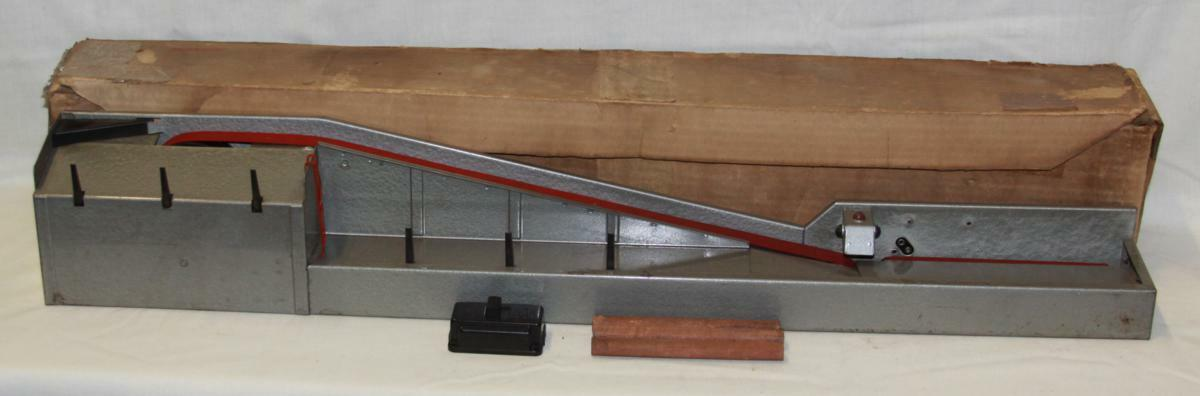 Lionel 364 O Scale Operating Lumber Loader With Box & Switch