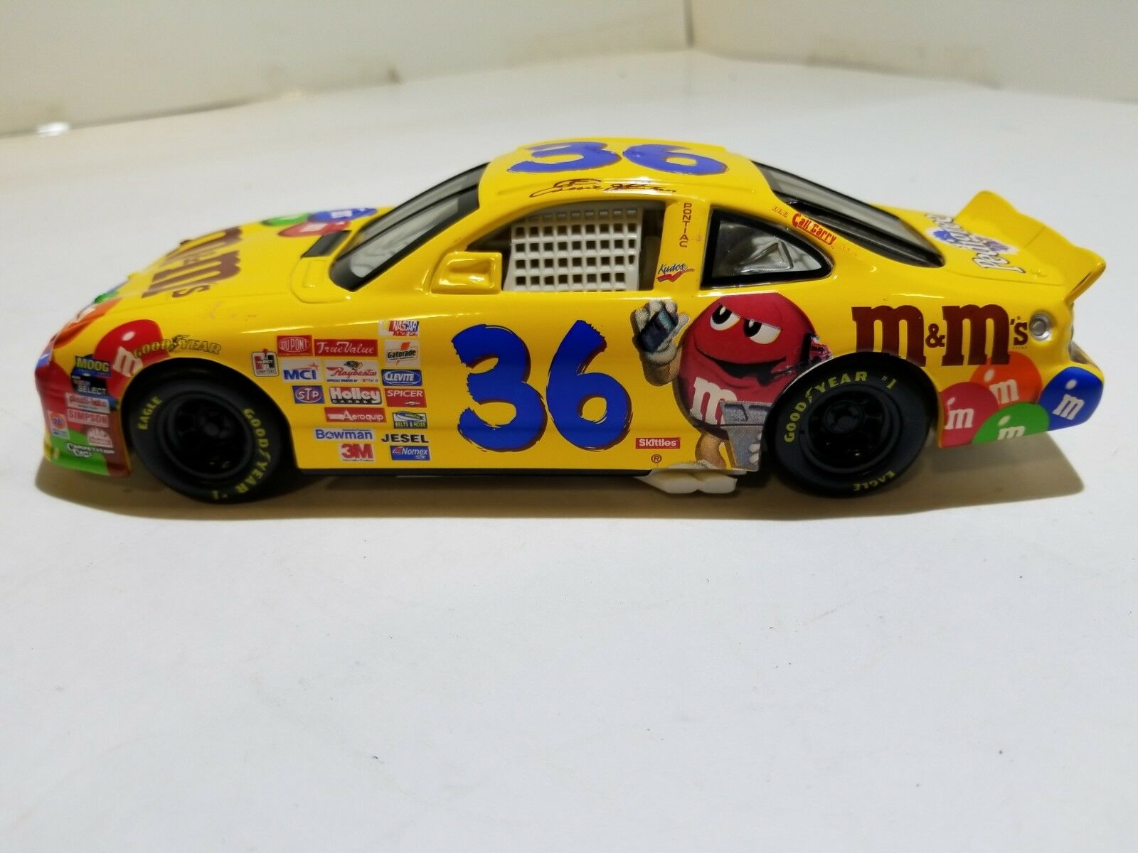 NASCAR 1 24 Ernie Irvans Pontiac Hot Wheels Yellow M&M's Racecar