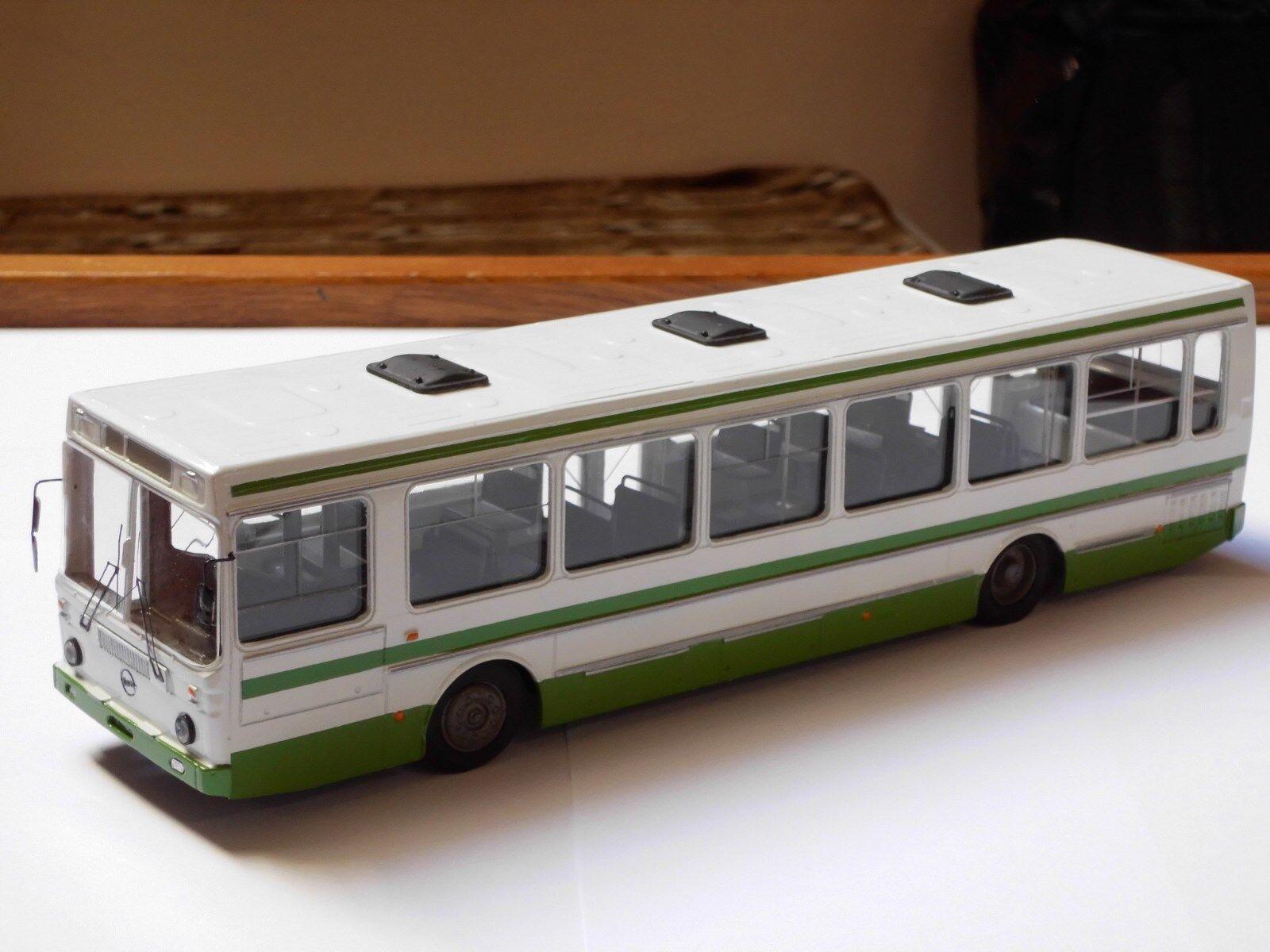 Bus LIAZ - 5256, finoko, russe à la main modèle 1,43