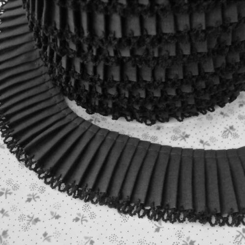 Plisado recorte Picot Bordes-Negro-Tela De Algodón