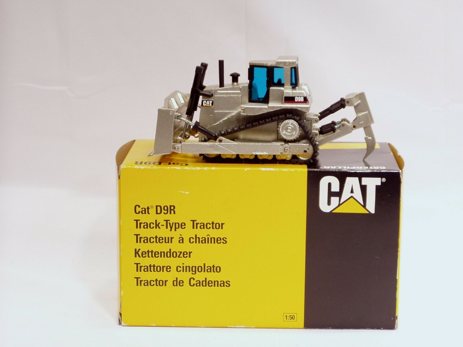Caterpillar D9R Dozer -  PALE oro  - NZG  451.01 - 1 50 - N.MIB
