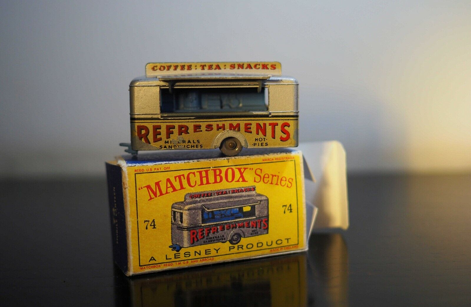 Lesney Matchbox No.74 - Vintage Refreshments Mobile Canteen con repro-box