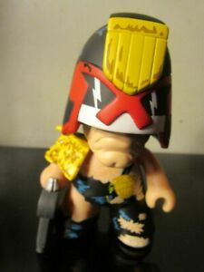 "Judge Dredd 4.5/"" Vinyl Figure Titan Merchandise 2000 AD Titans"