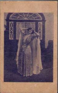 y7s-Postcard-Lady