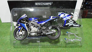 MOTO-YAMAHA-YZR-M1-Jorge-Lorenzo-2011-Bleu-au-1-12-Minichamps-122113001