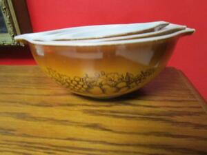 Pyrex Old Orchard Nesting Bowls - set of 3 Cinderella bowls