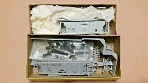 HO-Scale-Branchline-Trains-and-Walthers-2-Bay-Covered-Hoppers-UP-amp-Kerr-McGee
