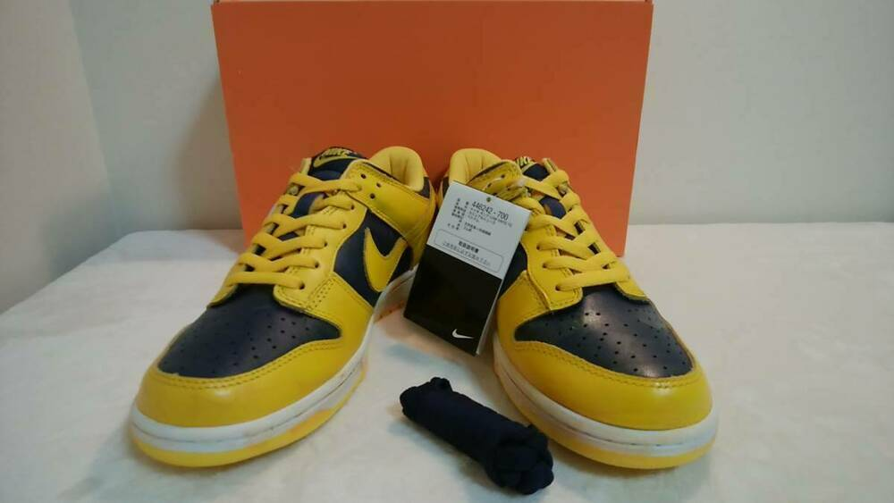 NIKE DUNK LOW VNTG Varsity Maize Midnight Navy Vintage Baskets taille 90 US