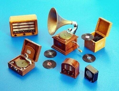 1//35 Resin Turntable and Radio Gramophones Kit Unpainted Unassembled 35732-40