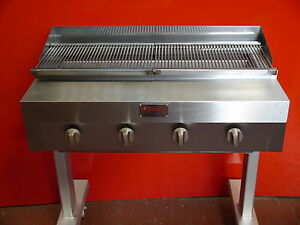 Gas Oder Holzkohlegrill Yorkshire : 4 burner charcoal grill flame burger grill on stand with ful griddle