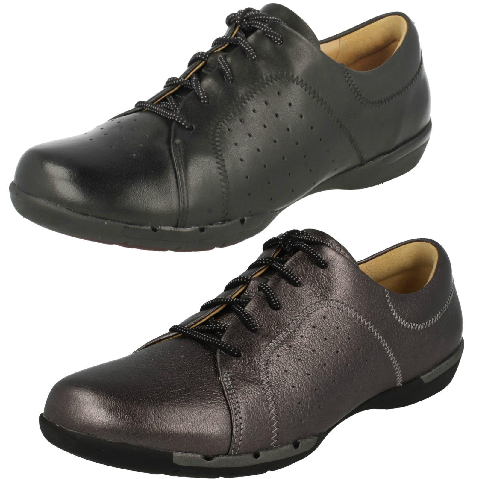 Ladies Clarks Lace Up shoes Un Honey