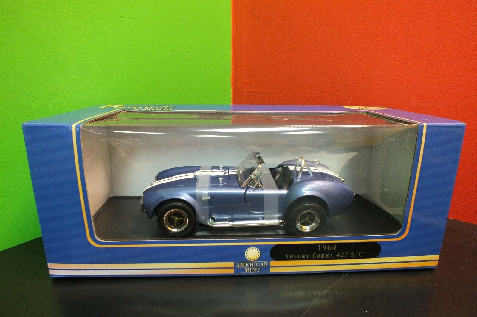 American Mint 1964 Shelby Cobra 427 S C 1 18 Diecast Car