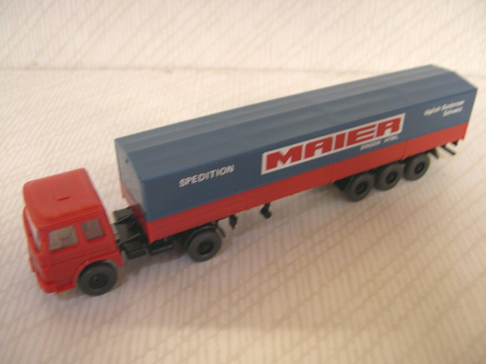 Wiking 424 MAN Diesel with covered trailer Maier