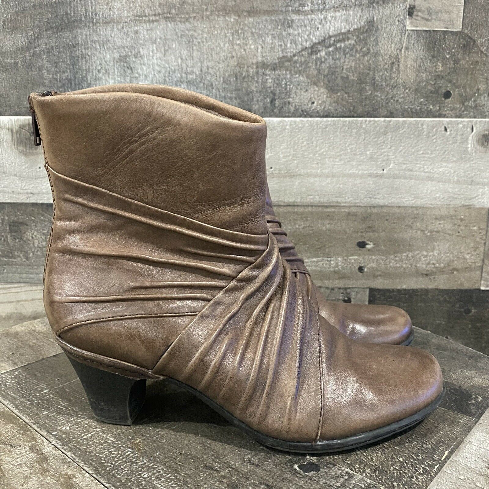 Women's 7 N Wide Cobb Hill Brynn Brown Leather Ankle Boots Ruched Zip Heel Dress