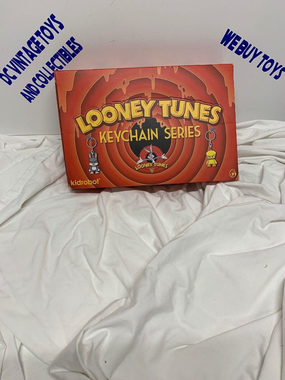Kidrobot Looney Tunes Mini Serie Caja ciego Llavero Figura Tienda Pantalla Lote 24