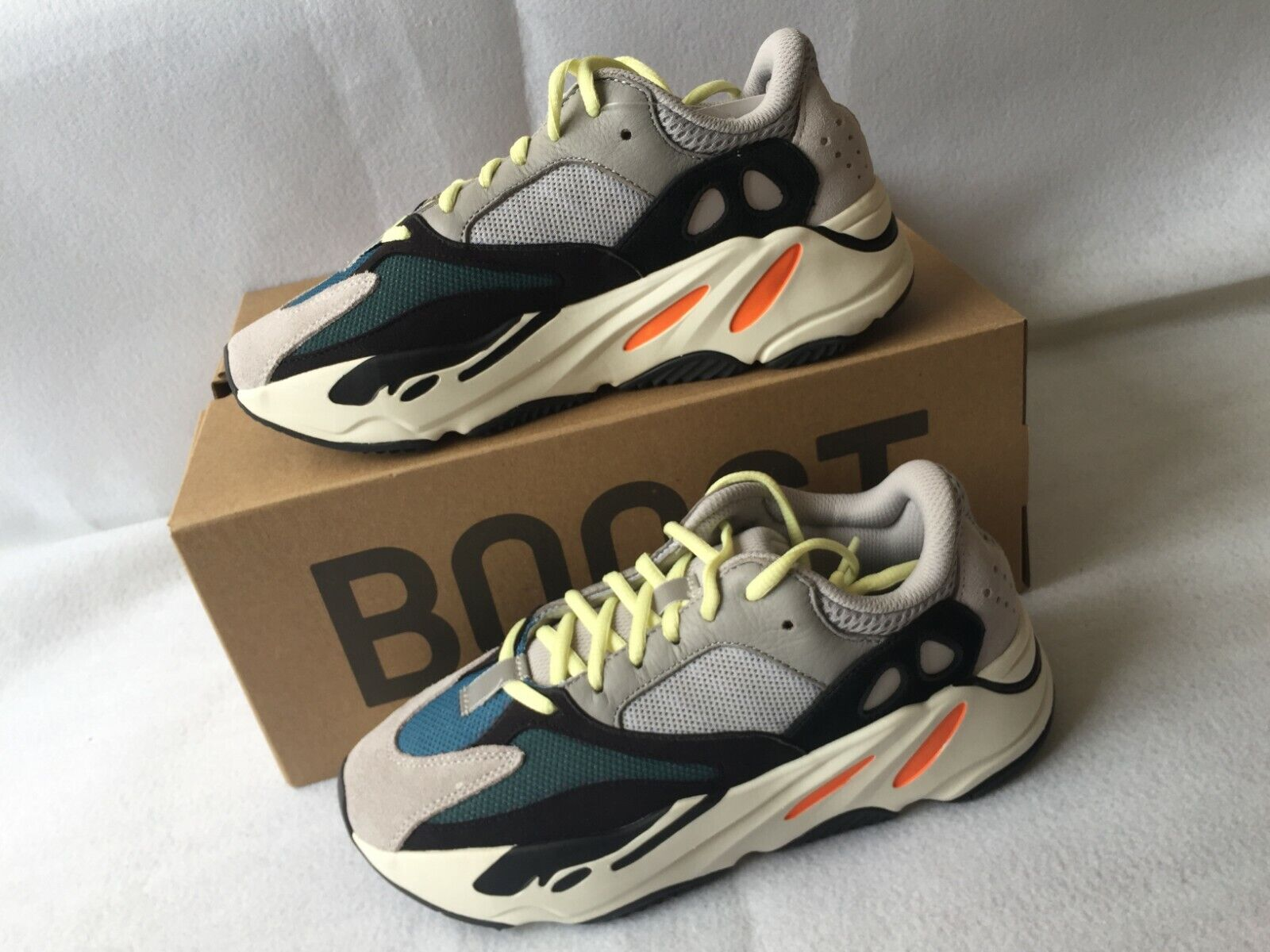 Adidas Yeezy Boost 700 Wave courirner taille us homme 11 NEUF