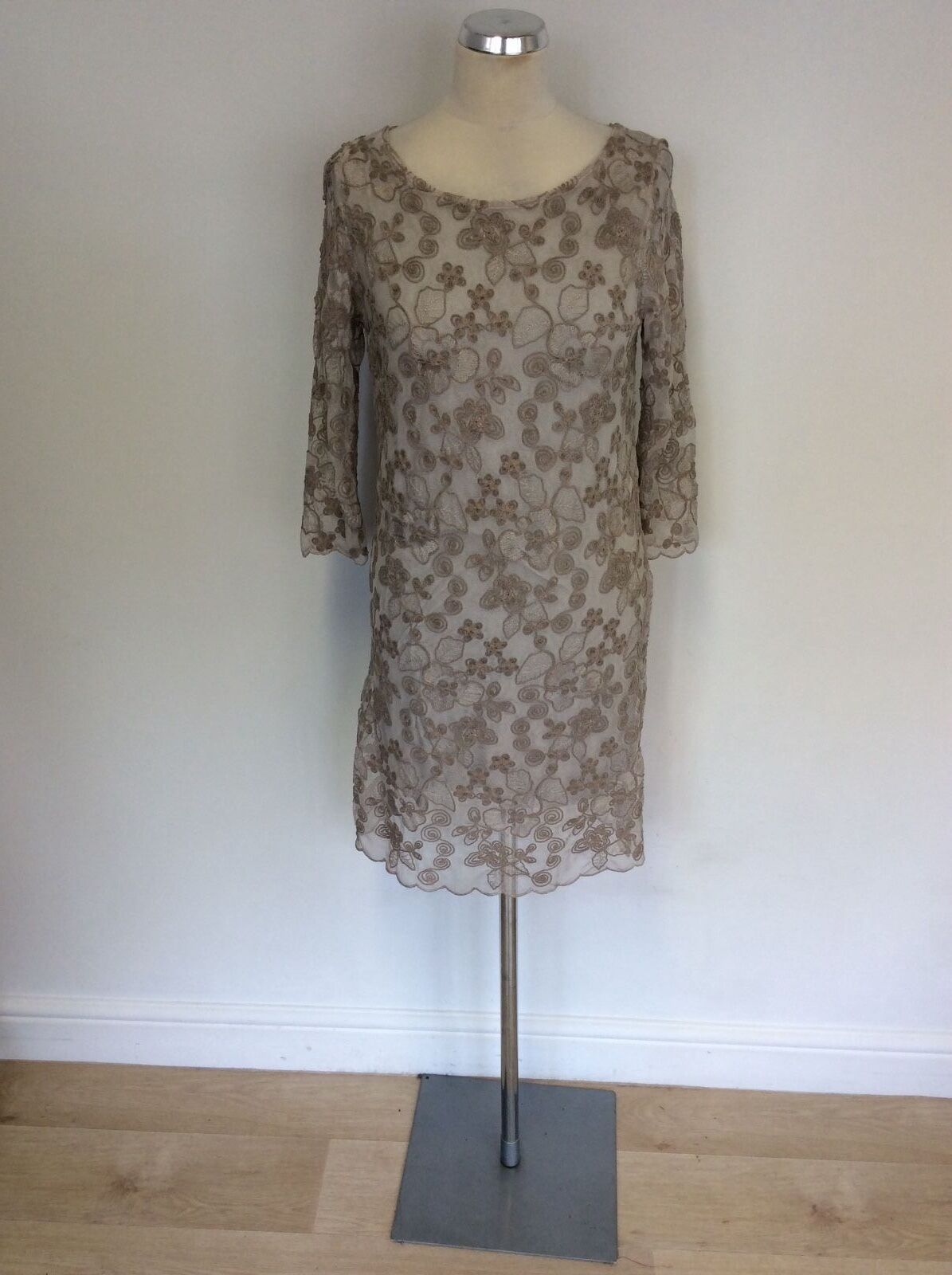 PHASE EIGHT  BEIGE EMBROIDERED 3 4 SLEEVE PENCIL DRESS SIZE M