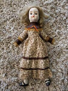 Lovely-Vintage-Walda-Porcelain-Doll-w-Brown-Dress