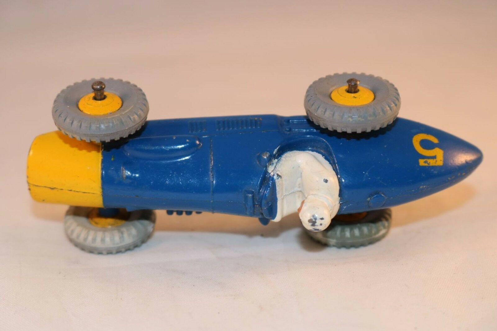 Dinky Toys 234 234 234 Ferrari racing car with amarillo metal hubs very nice model   12 453135