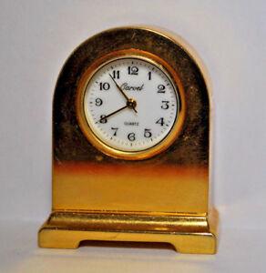 Miniatur Uhr  -  Massiv  -  Quarz