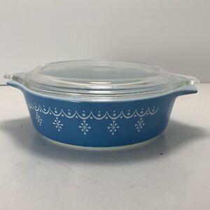 Vintage Pyrex Snowflake Blue Garland Cinderella Round 1 pint Casserole Dish