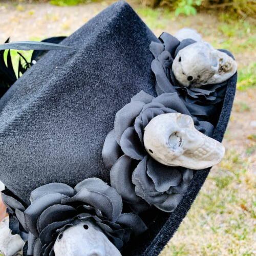 Voodoo Black Rose /& Skeleton Hand And Skull Feather Costume Halloween Top Hat
