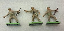 3 NEW Vintage BRITAINS DEETAIL British Infantrymen on Metal Base #7342b