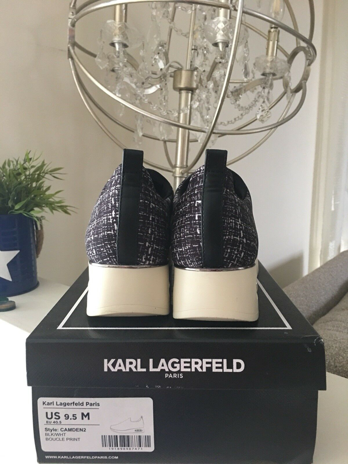 Karl Lagerfeld Paris .shoes 9.5 Medium Medium Medium            Style  CAMDEN2.     BLK WHT d46eca