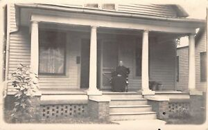 Canton-IL-Susan-Athern-Ahern-Athearn-on-Her-Long-Porch-Close-Up-RPPC-c1910