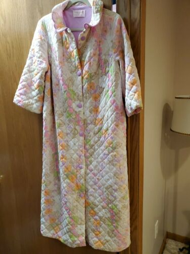 1960's Vintage LORRAINE Nylon quilted long floral