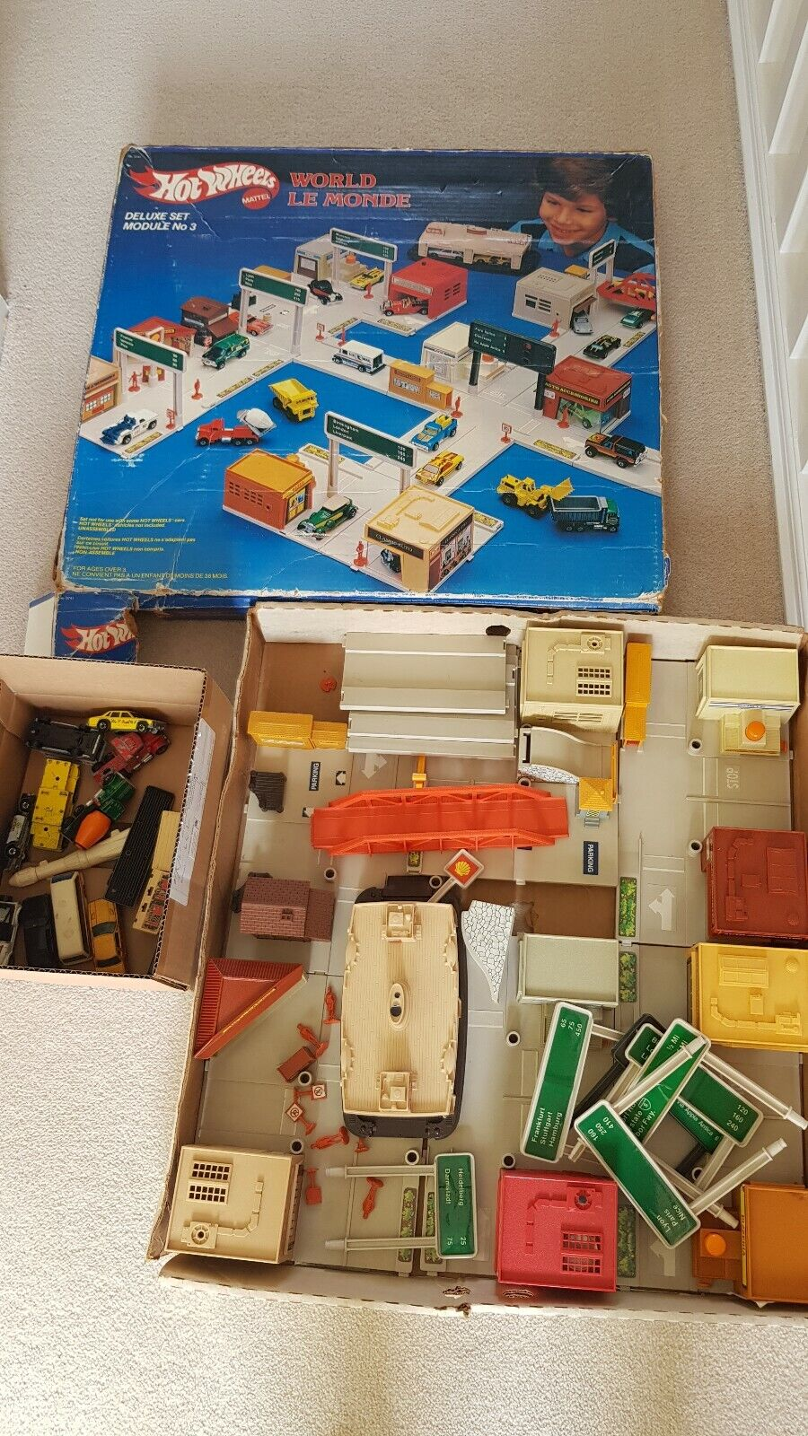 1980s HOT WHEELS WORLD, LE MONDE DELUXE MODULE 3 PLAYSET WITH CARS, MATTEL