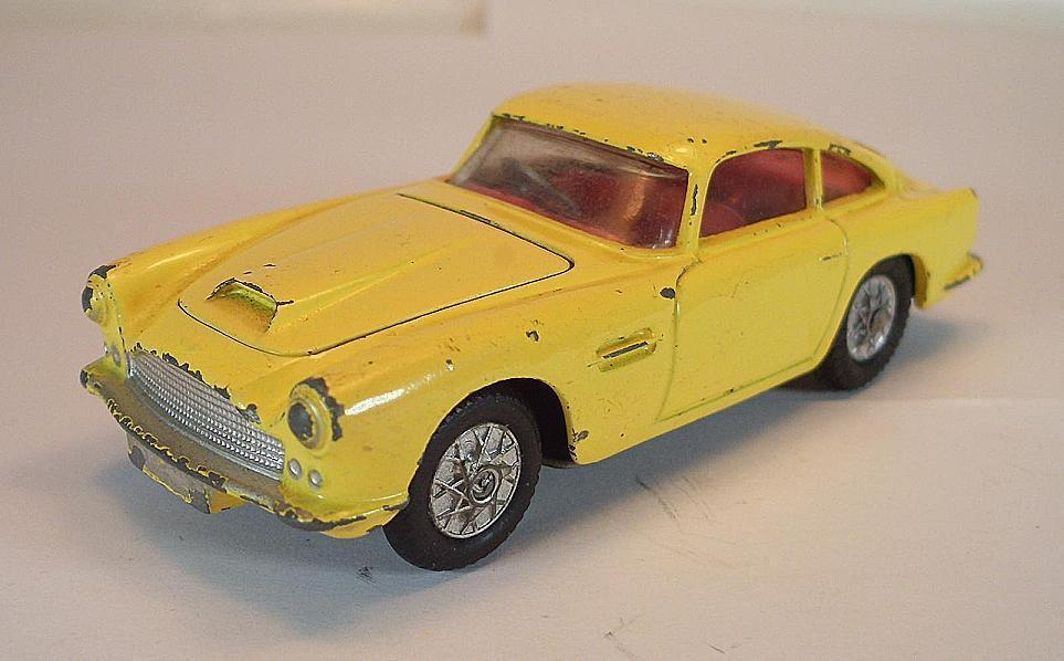 Corgi Toys 218 aston martin d.b.4 jaune  5337