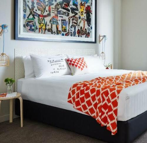 SOLACE SLEEP Ensemble Bed Base// Foundation in black Steel frame wood slat
