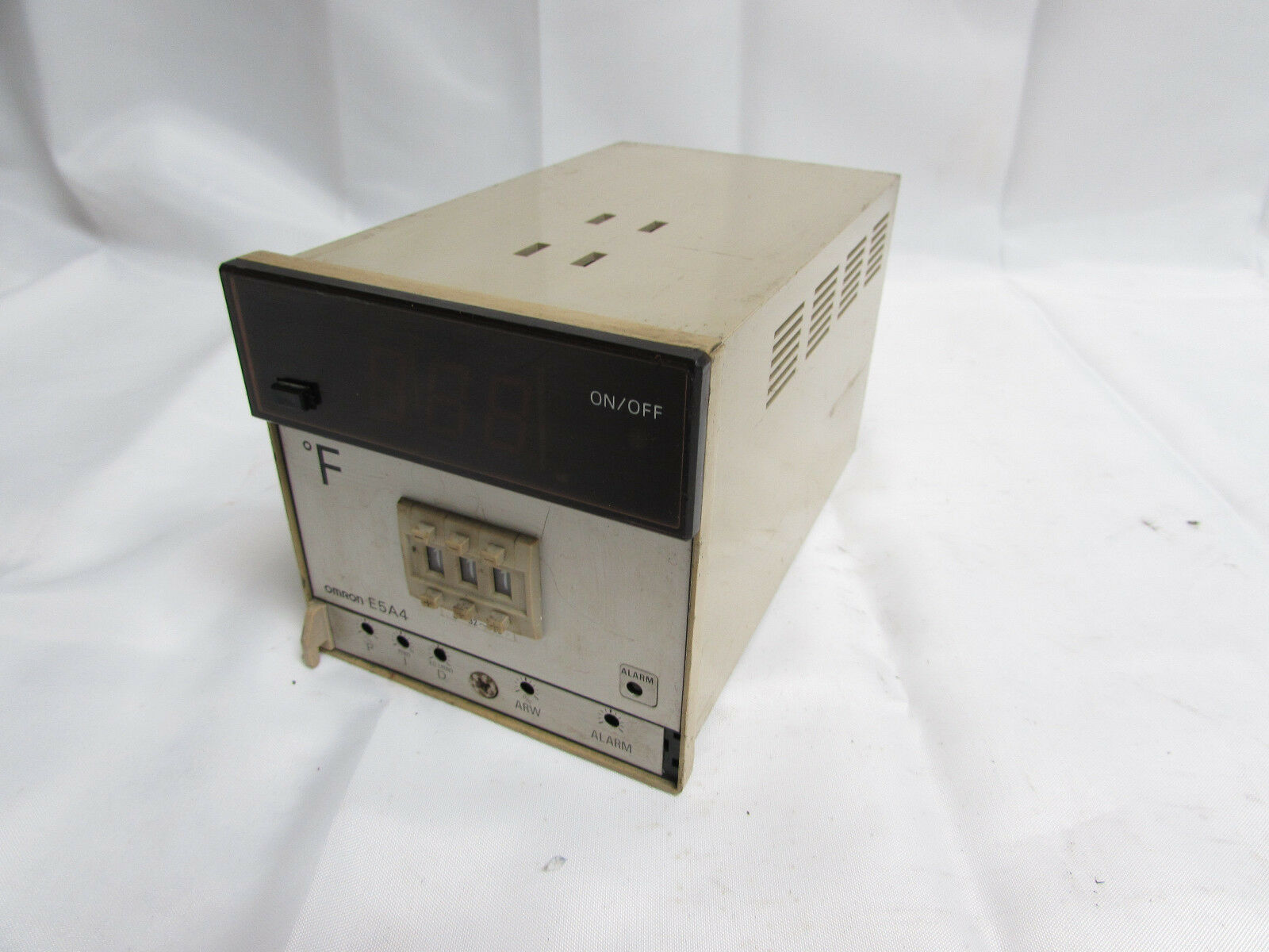 OMRON E5A4-S91J TEMPERATURE CONTROLLER 1A 250VAC GOOD